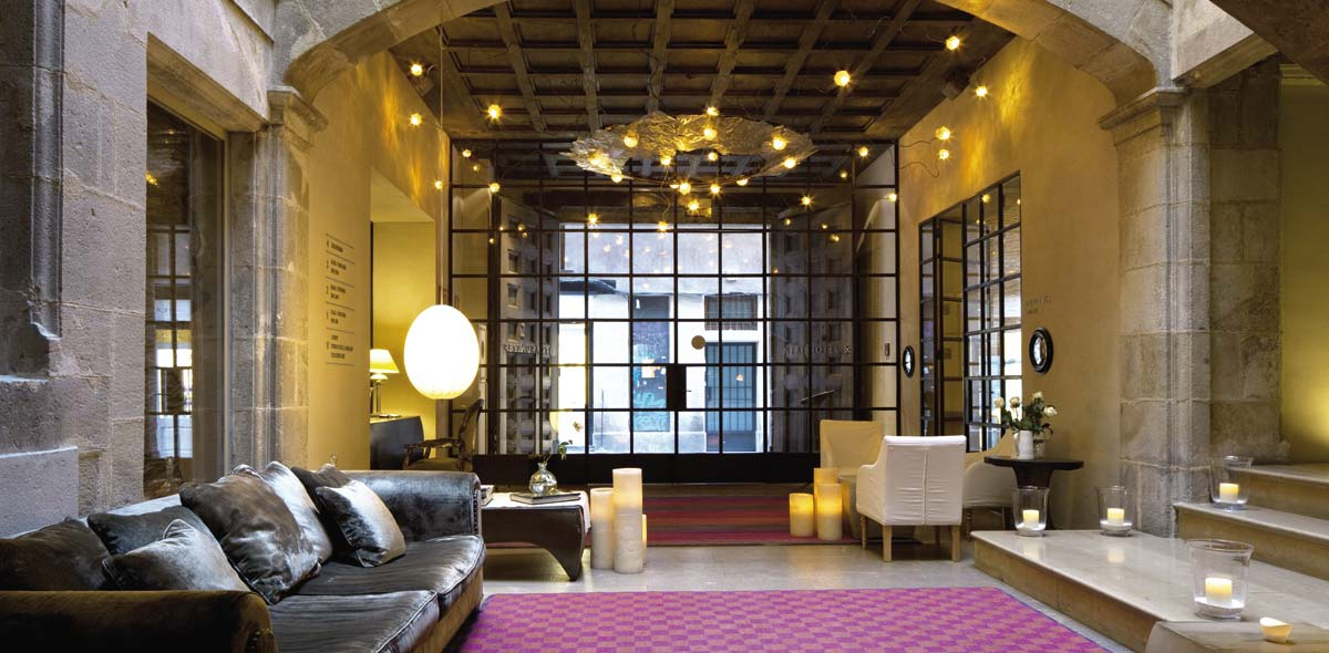1200x590_fill_03-hall-recepcion-galeria-hotel-neri