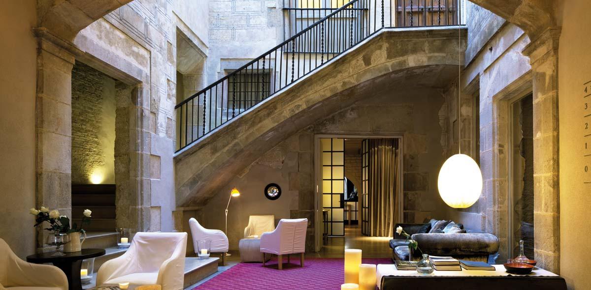 1200x590_fill_04-sofas-galeria-hotel-neri
